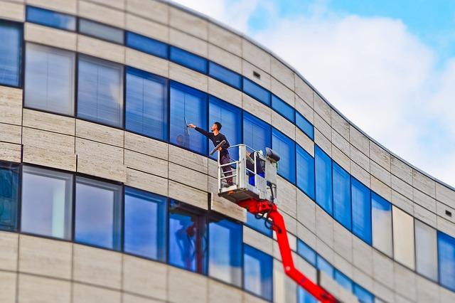 תיקון ליקויי בניה כחלק מאחזקה וניהול של מבנה